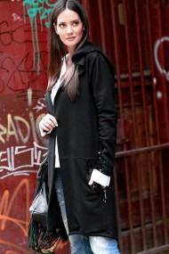 Melna, asimetriska garuma jaka