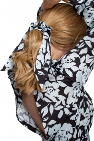 Rozā, pūkaina matu gumija