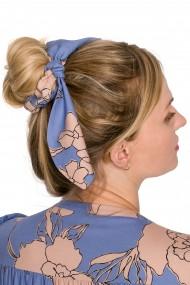 Gaiši zila matu gumija